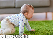 Купить «baby boy crawling on floor at home», фото № 27066488, снято 19 мая 2017 г. (c) Syda Productions / Фотобанк Лори