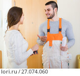 Купить «worker came to call housewife», фото № 27074060, снято 17 июля 2018 г. (c) Яков Филимонов / Фотобанк Лори