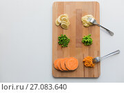 Купить «mashed fruits and vegetables with forks on board», фото № 27083640, снято 21 февраля 2017 г. (c) Syda Productions / Фотобанк Лори