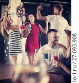 Купить «Couple talking in nightclub», фото № 27093908, снято 28 августа 2017 г. (c) Яков Филимонов / Фотобанк Лори