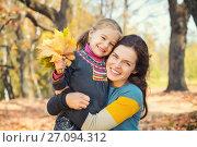 Купить «Mother and daughter playing in autumn park», фото № 27094312, снято 28 сентября 2015 г. (c) Sergey Borisov / Фотобанк Лори