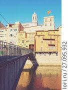 Купить «bridge over the river Onyar. Girona», фото № 27095932, снято 1 июля 2013 г. (c) Яков Филимонов / Фотобанк Лори