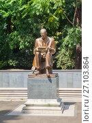 Купить «MILAN, ITALY - JUL 19, 2017:  Statue (circa 2002) of Indro Montanelli in Giardini Pubblici park of Milan, Italy. Montanelli was an Italian journalist and historian.», фото № 27103864, снято 19 июля 2017 г. (c) Юлия Кузнецова / Фотобанк Лори