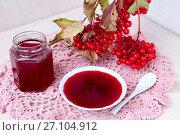 Купить «Still life: a jar of jelly from the viburnum», фото № 27104912, снято 27 сентября 2017 г. (c) Катерина Белякина / Фотобанк Лори