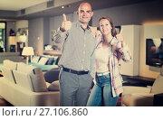 Купить «Couple in home furnishings store», фото № 27106860, снято 16 мая 2017 г. (c) Яков Филимонов / Фотобанк Лори