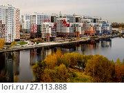 Купить «Москва, Нагатинский Затон, строящийся жилой комплекс River Park», фото № 27113888, снято 17 октября 2017 г. (c) glokaya_kuzdra / Фотобанк Лори