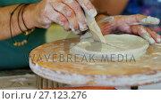 Купить «Mid section of man carving clay 4k», видеоролик № 27123276, снято 5 апреля 2020 г. (c) Wavebreak Media / Фотобанк Лори