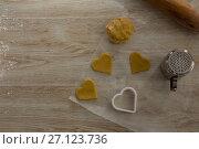 Купить «Raw cookie dough with heart shaped cookie cutter and flour shaker strainer», фото № 27123736, снято 5 мая 2017 г. (c) Wavebreak Media / Фотобанк Лори