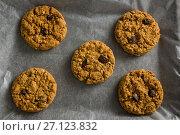 Купить «Freshly baked cookies on wax paper», фото № 27123832, снято 5 мая 2017 г. (c) Wavebreak Media / Фотобанк Лори