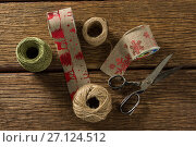 Купить «Overhead view of thread and jute spools with scissor», фото № 27124512, снято 8 июня 2017 г. (c) Wavebreak Media / Фотобанк Лори