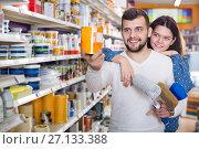 Купить «Couple deciding on best color scheme», фото № 27133388, снято 9 марта 2017 г. (c) Яков Филимонов / Фотобанк Лори