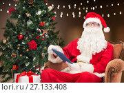 Купить «santa claus with tablet pc and christmas tree», фото № 27133408, снято 10 сентября 2014 г. (c) Syda Productions / Фотобанк Лори