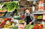 male seller weighing grapes in grocery shop, фото № 27133504, снято 18 марта 2017 г. (c) Яков Филимонов / Фотобанк Лори