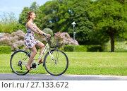 Купить «happy woman riding fixie bicycle in summer park», фото № 27133672, снято 17 июня 2017 г. (c) Syda Productions / Фотобанк Лори