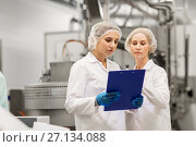 Купить «women technologists at ice cream factory», фото № 27134088, снято 17 июля 2017 г. (c) Syda Productions / Фотобанк Лори