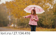 Купить «Cute Little Girl With Umbrella Under Rain», видеоролик № 27134416, снято 20 октября 2017 г. (c) Илья Шаматура / Фотобанк Лори