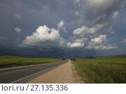 Купить «По дороге с облаками», фото № 27135336, снято 31 мая 2017 г. (c) Яна Королёва / Фотобанк Лори