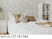 Купить «bedroom with bed and christmas garland at home», фото № 27141584, снято 15 октября 2016 г. (c) Syda Productions / Фотобанк Лори