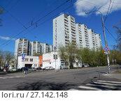 Купить «Шестнадцатиэтажные четырёхподъездные панельно-блочные жилые дома серии И-522А, построены в 1982 и 1983 годах. 7-я Парковая улица, 15 корпуса 1 и 2. Район Измайлово. Город Москва», эксклюзивное фото № 27142148, снято 7 мая 2017 г. (c) lana1501 / Фотобанк Лори