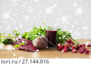 Купить «glass of beetroot juice, fruits and vegetables», фото № 27144816, снято 5 августа 2016 г. (c) Syda Productions / Фотобанк Лори