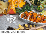 Купить «Fried pieces of pumpkin with honey, walnuts and thyme.», фото № 27145416, снято 12 октября 2017 г. (c) Olesya Tseytlin / Фотобанк Лори