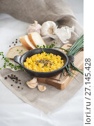 Купить «Eggs scramble in a miniature cast-iron frying pan and fresh herbs.», фото № 27145428, снято 16 октября 2017 г. (c) Olesya Tseytlin / Фотобанк Лори