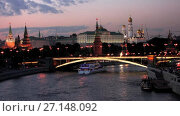 Купить «View at Moscow Kremlin from Moskva River at night time lapse», видеоролик № 27148092, снято 23 июля 2017 г. (c) Алексей Ларионов / Фотобанк Лори
