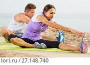 Купить «guy and girl practising yoga poses sitting on beach by sea at daytime», фото № 27148740, снято 7 апреля 2020 г. (c) Яков Филимонов / Фотобанк Лори