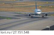 Купить «Lufthansa Airbus 320 taxiing», видеоролик № 27151548, снято 19 июля 2017 г. (c) Игорь Жоров / Фотобанк Лори