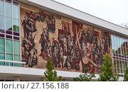 Купить «Советская мозаика на бывшем Дворце Культуры.  Дрезден. Германия.», фото № 27156188, снято 14 сентября 2017 г. (c) Сергей Афанасьев / Фотобанк Лори