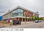 Купить «Советская мозаика на бывшем Дворце Культуры.  Дрезден. Германия», фото № 27156436, снято 14 сентября 2017 г. (c) Сергей Афанасьев / Фотобанк Лори