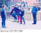 Купить «Friendly kids skipping on jumping elastic rope», фото № 27157108, снято 14 декабря 2017 г. (c) Яков Филимонов / Фотобанк Лори
