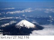 Купить «Гора Фудзи (Фудзияма) с высоты птичьего полета», фото № 27162116, снято 6 мая 2011 г. (c) Александр Гаценко / Фотобанк Лори