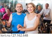 Купить «man and woman posing in a gym and smiling», фото № 27162648, снято 24 мая 2018 г. (c) Яков Филимонов / Фотобанк Лори