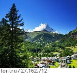 Купить «Zermatt village with peak of Matterhorn in Swiss Alps», фото № 27162712, снято 11 сентября 2017 г. (c) Iakov Kalinin / Фотобанк Лори