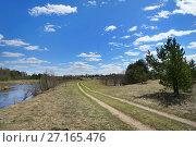 Купить «Грунтовая дорога по берегу реки», эксклюзивное фото № 27165476, снято 3 мая 2017 г. (c) Dmitry29 / Фотобанк Лори