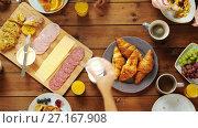 Купить «group of people eating at table with food», видеоролик № 27167908, снято 23 апреля 2019 г. (c) Syda Productions / Фотобанк Лори