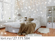 Купить «bedroom with bed and christmas garland at home», фото № 27171584, снято 15 октября 2016 г. (c) Syda Productions / Фотобанк Лори