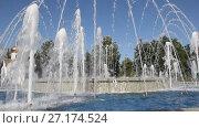 Купить «Музыкальный фонтан в Анапе, Краснодарский край», видеоролик № 27174524, снято 5 августа 2017 г. (c) Олег Хархан / Фотобанк Лори