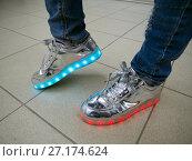 Купить «Светящиеся LED-кроссовки», фото № 27174624, снято 22 июля 2017 г. (c) Вячеслав Палес / Фотобанк Лори