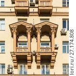 Купить «Moscow, Russia - November 2. 2017. Home Stalin-era and polyclinic on Malaya Sukharevskaya Square 3», фото № 27174808, снято 2 ноября 2017 г. (c) Володина Ольга / Фотобанк Лори