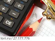 Купить «Калькулятор, блокнот, карандаш и кошелёк», эксклюзивное фото № 27177776, снято 28 февраля 2017 г. (c) Юрий Морозов / Фотобанк Лори
