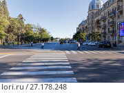 Купить «Baku, Azerbaijan - September 22, 2016: People cross the road on the pedestrian zebra», фото № 27178248, снято 22 сентября 2016 г. (c) Евгений Ткачёв / Фотобанк Лори