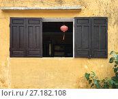 Купить «Window in chinese house», фото № 27182108, снято 22 октября 2017 г. (c) Александр Подшивалов / Фотобанк Лори
