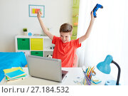 Купить «boy with gamepad playing video game on laptop», фото № 27184532, снято 10 июня 2017 г. (c) Syda Productions / Фотобанк Лори