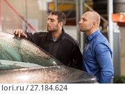 Купить «auto mechanic and customer at car shop», фото № 27184624, снято 21 сентября 2017 г. (c) Syda Productions / Фотобанк Лори