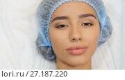 Купить «Woman opens her eyes after operation», видеоролик № 27187220, снято 6 ноября 2017 г. (c) Илья Шаматура / Фотобанк Лори