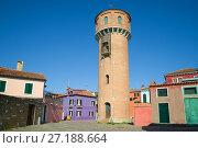 Водонапорная башня на улочках острова Бурано. Венеция, Италия (2017 год). Стоковое фото, фотограф Виктор Карасев / Фотобанк Лори