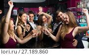 Купить «People are resting and drinking cocktails», фото № 27189860, снято 20 апреля 2017 г. (c) Яков Филимонов / Фотобанк Лори