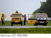Купить «Старые советские автомобили ГАИ на Бородинском поле», фото № 27190092, снято 20 июня 2015 г. (c) Free Wind / Фотобанк Лори